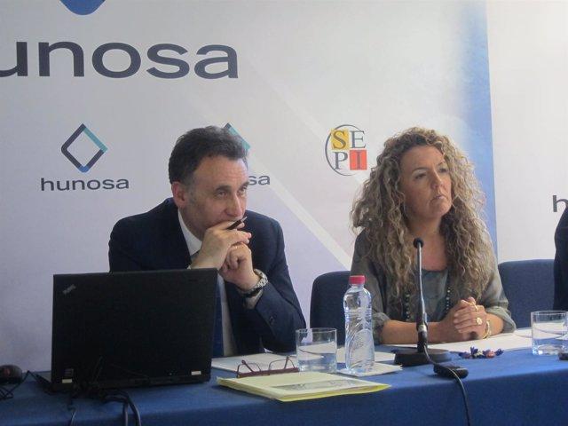 La presdienta de Hunosa, Teresa Mallada, y el director financiero, José A. Díaz.