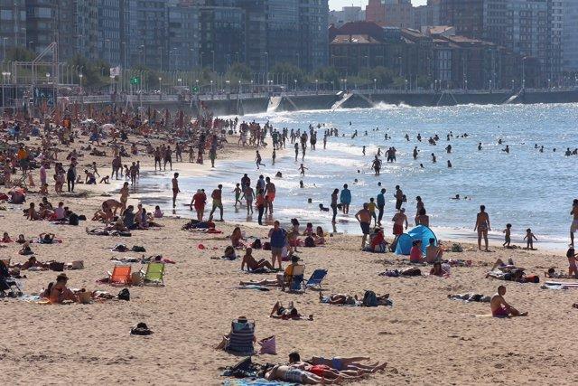 Playa de San Lorenzo, Gijón, turismo, verano