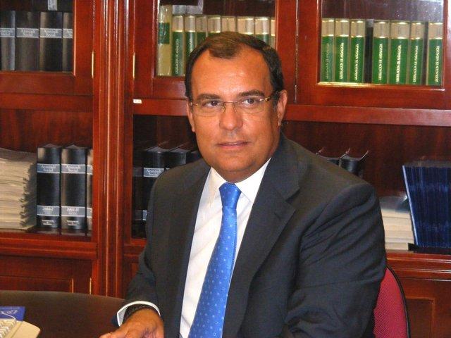 El presidente de los graduados sociales, Rafael Hidalgo