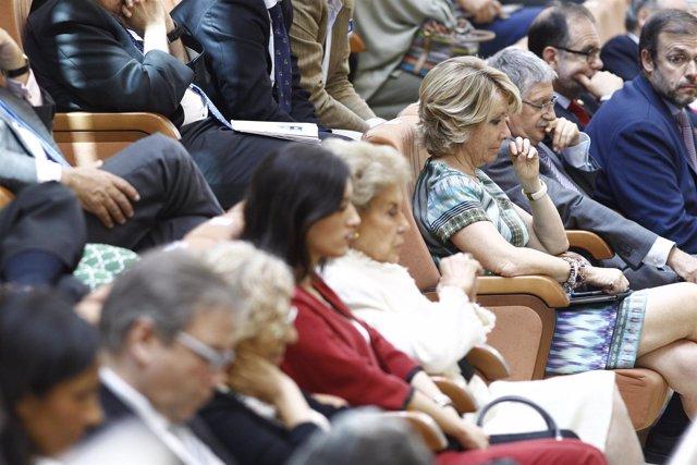 Esperanza Aguirre en la sesión de investidura de Cristina Cifuentes