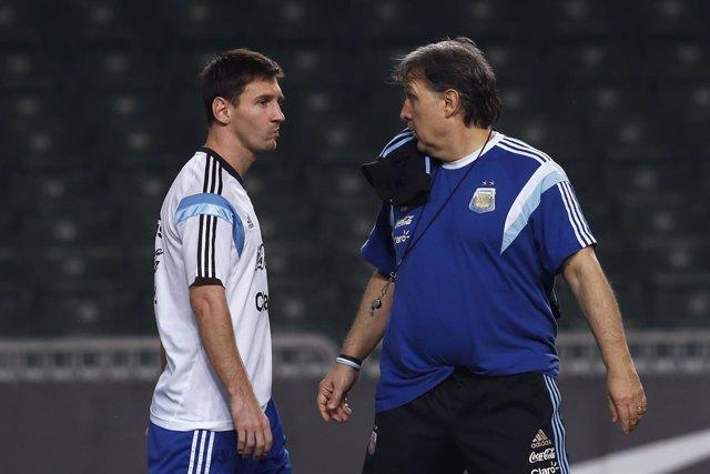 Gerardo Martino charla con Messi con la selección argentina