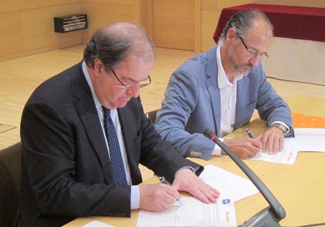 Herrera y Fuentes firman el acuerdo en las Cortes