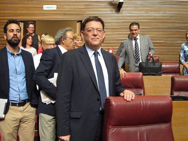 Ximo Puig a su llegada al hemiciclo