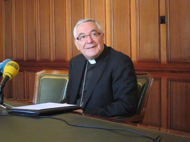 El obispo de Santander, Manuel Sánchez