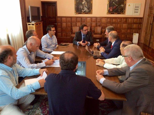 Reunión entre el alcalde y la Federación Española de Pelota