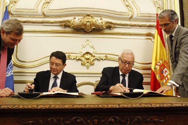 José Manuel García Margallo firma con el secretario general de la OMT un acuerdo