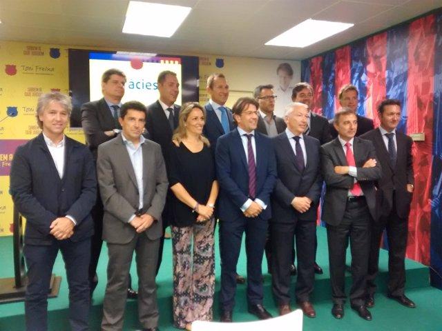 Toni Freixa, con su equipo para la campaña del FC Barcelona
