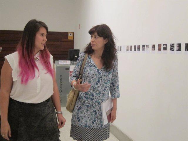 Artista Judith Álvarez (izq) y concejala de cultura y turismo, Ana Redondo (der)