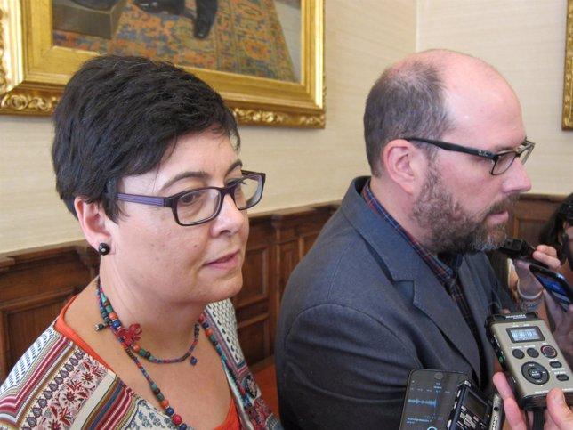 La concejala de Políticas Sociales de Santiago y el alcalde, Martiño Noriega