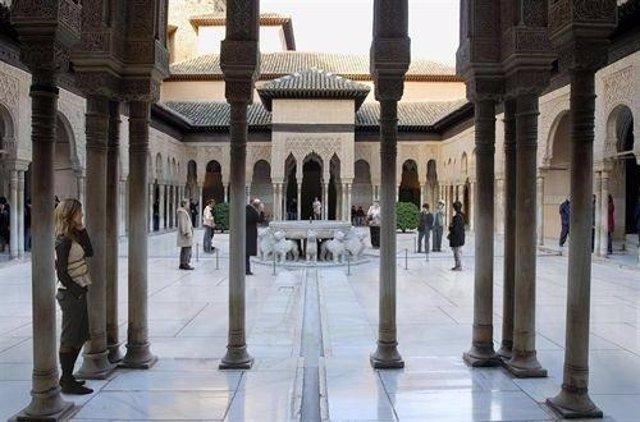 El patio de los Leones de Granada