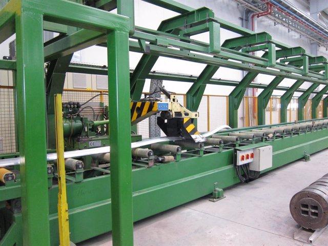 Máquina trabajando en una fábrica.