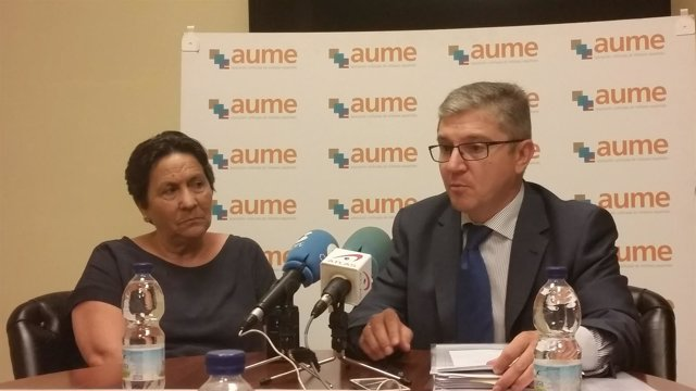 La madre del cabo Soria y el secretario general de AUME, Mariano Casado