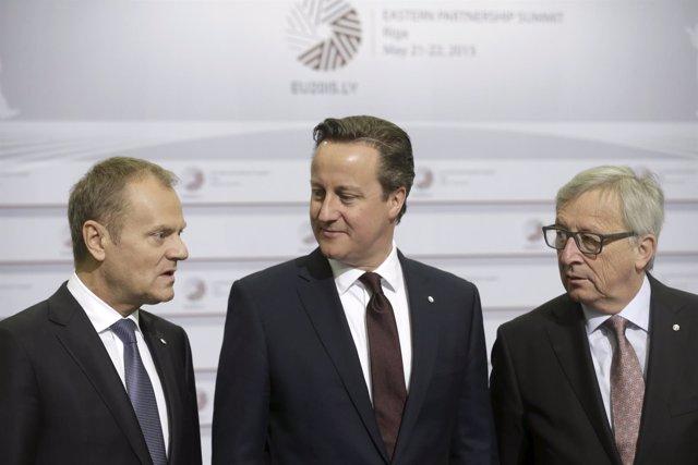 James Cameron, Donald Franciszek Tusk y  Jean-Claude Juncker,