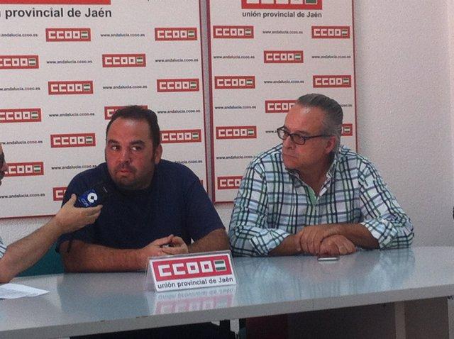 El trabajador despedido con el secretario general de CCOO en Jaén