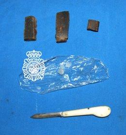 Sustancias y navaja decomisadas al detenido