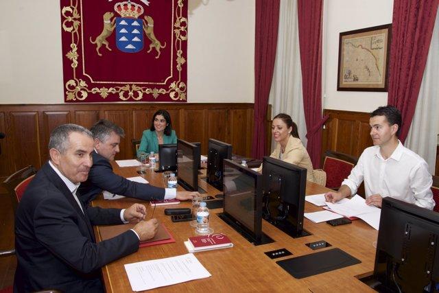 Mesa del Parlamento