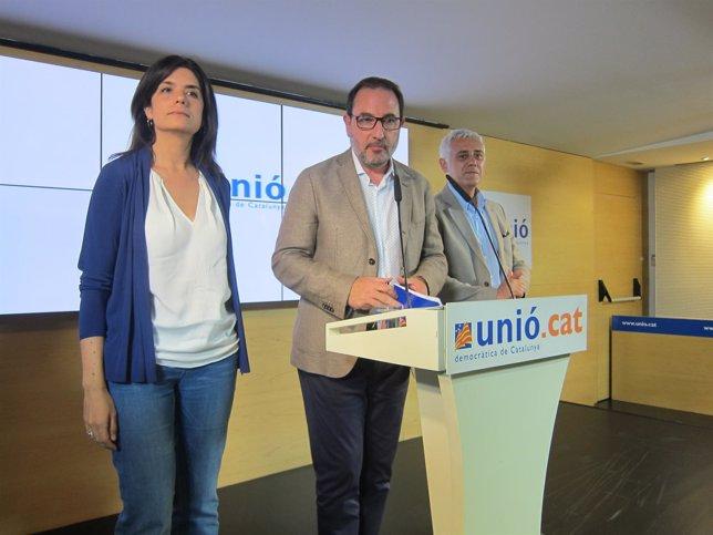 Montse Surroca, Ramon Espadaler y Toni Font (UDC).