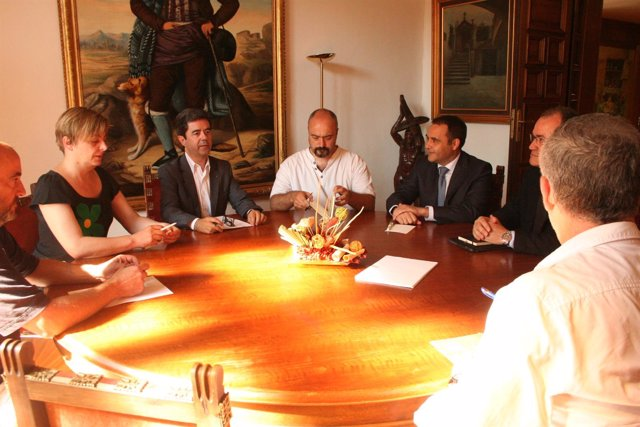 Reunión del alcalde de Huesca con responsables de Endesa