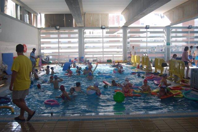 Natación en polideportivo de Huelva.