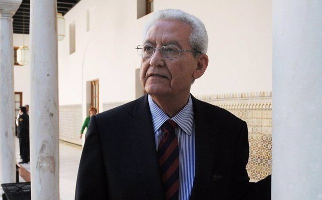 El expresidente de la Junta y escritor Rafael Escuredo.