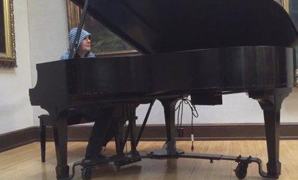 Vídeo: Billy Corgan interpreta Something de los Beatles al piano