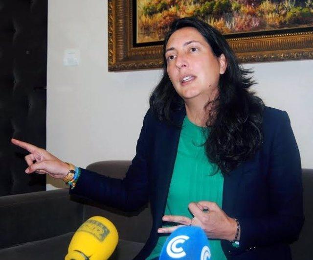 La alcaldesa de Valverde del Camino, Dolores López.