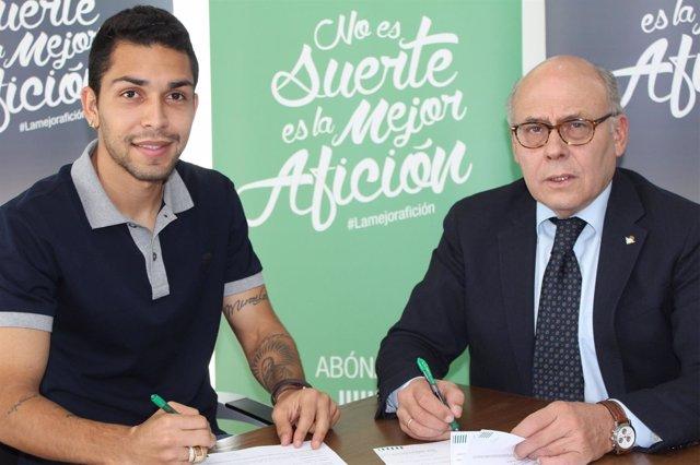 El brasileño Petros firma con el Betis