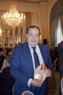 Vicente Boluda recibe el premio Carus Excellence 2015.