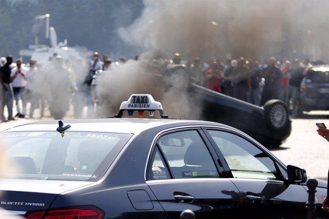 Manifestación de taxistas contra Uber en Francia