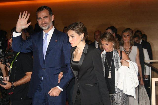 Los Reyes, H.Rakosnik (esposa de Artur Mas) Llanos de Luna (delegada Gobierno)