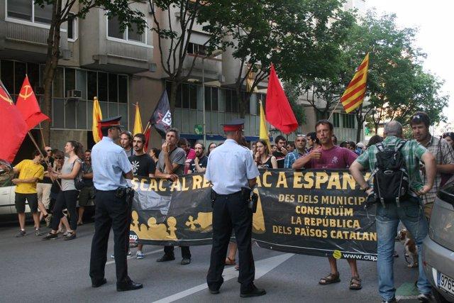 Concentración de la CUP contra la visita de los Reyes a Girona