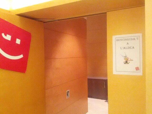 Cartel de 'Asterix' en los despachos de Compromís en las Corts