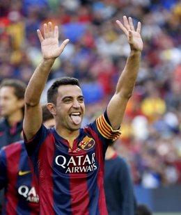 Xavi, homenajeado por su afición en el Camp Nou