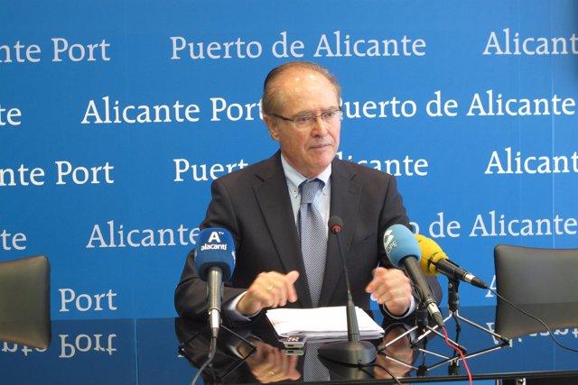 Juan Ferrer este viernes informando de la liquidación de la Fundación