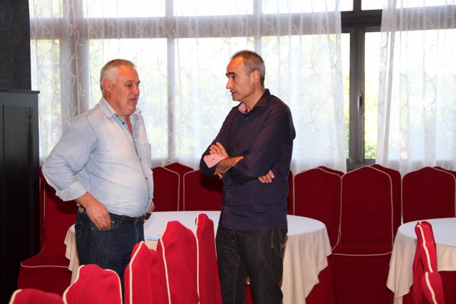 El alcalde de Becerreá, Manuel Martínez, y Juan Carlos González Santín (PSOE)