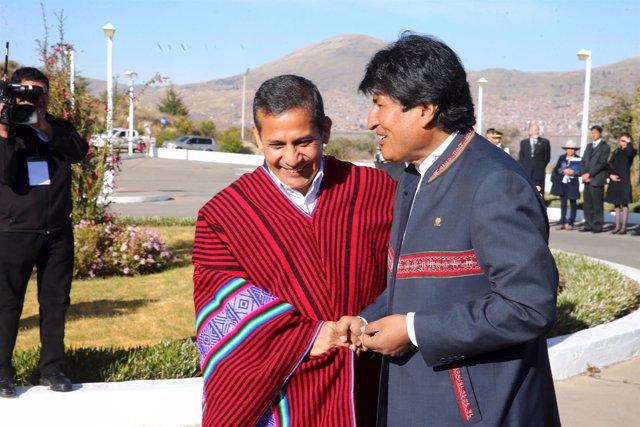 Los presidentes de Perú, Ollanta Humala, y Bolivia, Evo Morales.