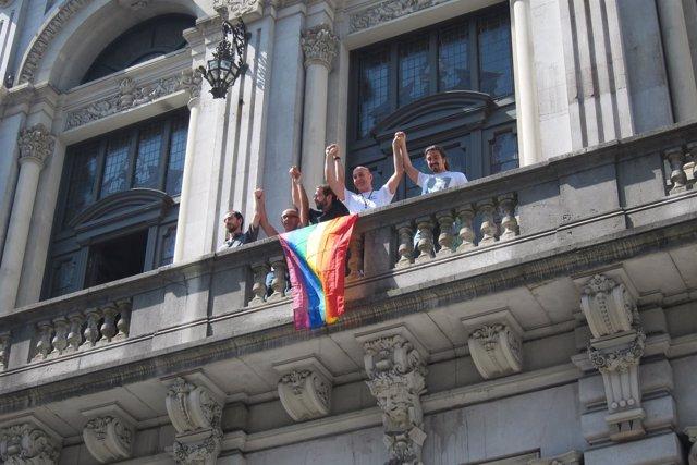 Diputados de Podemos y representantes de Xega