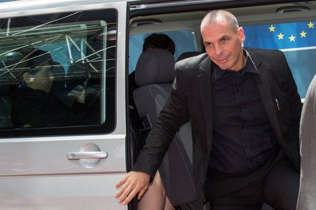Varoufakis llega a la reunión del Eurogrupo el 27 de junio de 2015