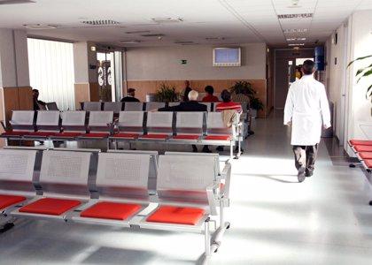 El gasto sanitario público por persona cae 200 euros en cinco años