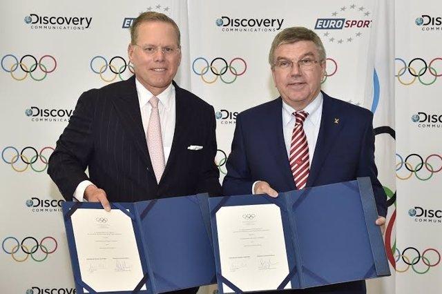 David Zaslav (Discovery) y Thomas Bach (COI) firman la adjudicación