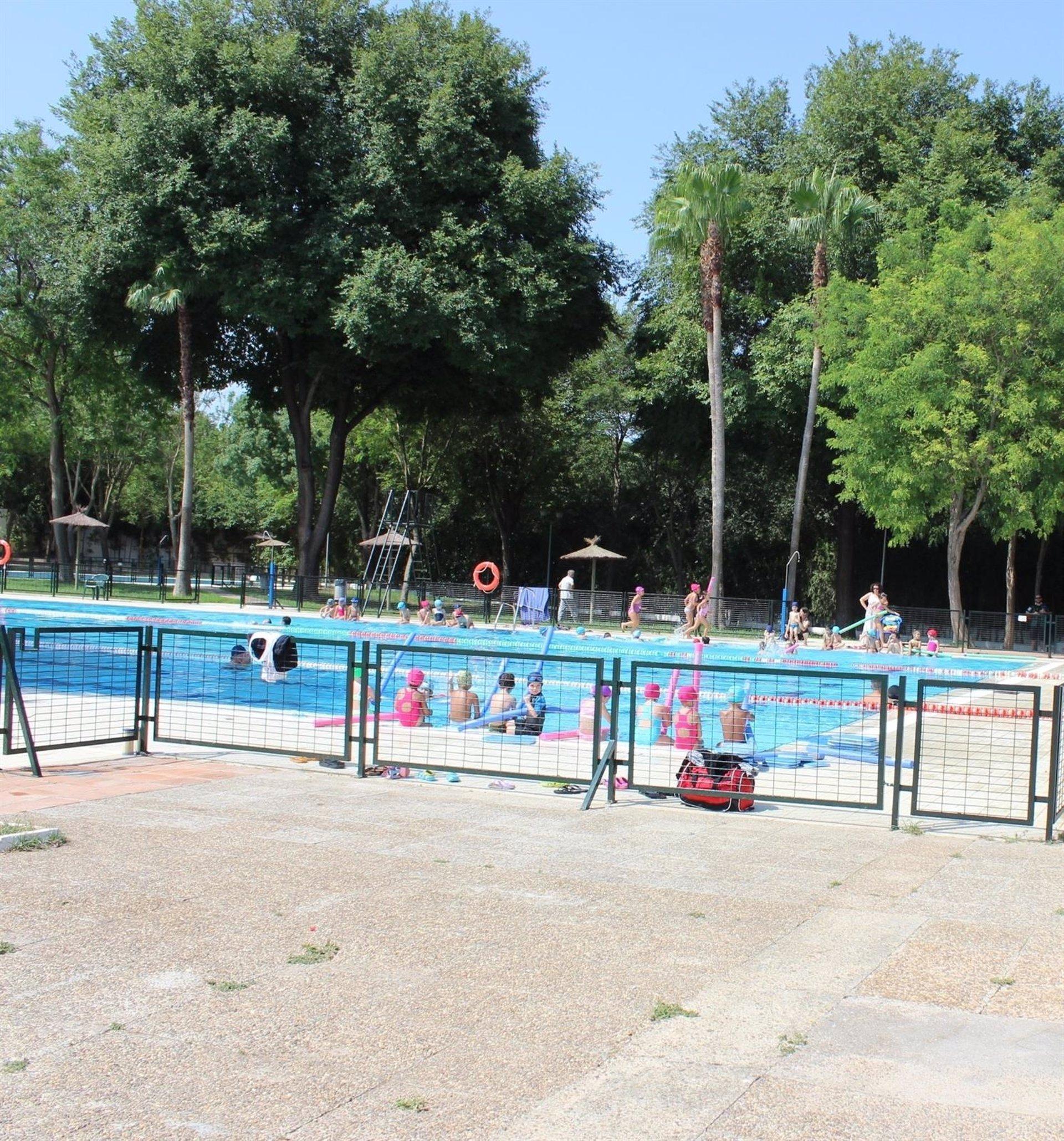 Alcal de guada ra verano junto al guada ra tras la apertura este mi rcoles de la piscina de - Piscina cubierta alcala de guadaira ...