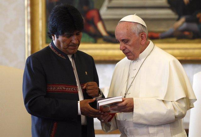 Reunión entre Evo Morales y el Papa Francisco en septiembre de 2013