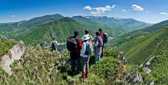 Montes de Cantabria con el turismo de Naturea