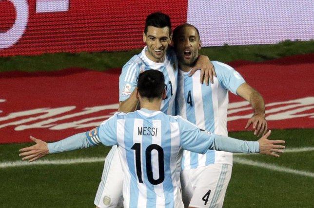 Messi, Pastore y Zabaleta celebran un gol con Argentina