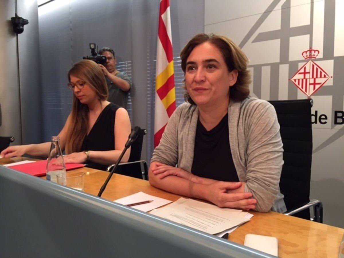 Ada Colau En Porno ada colau replica a la oposición que el 40% de altos cargos