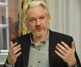 Assange pide a Francia que le dé asilo y Hollande lo descarta