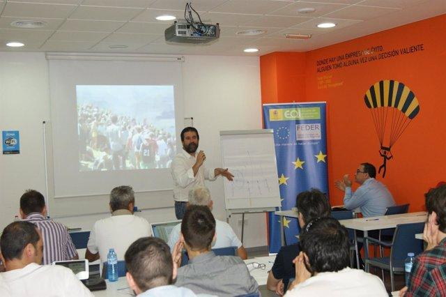 Los emprendedores en una charla de CEEIM