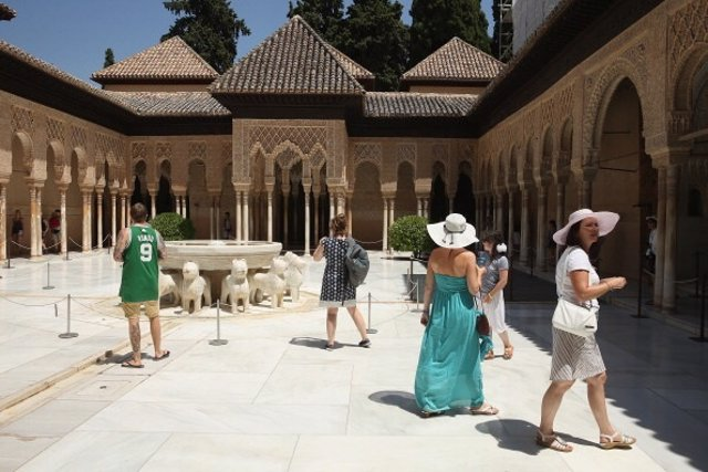 Turistas en Granada