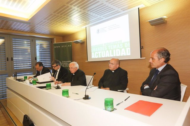El cardenal Cañizares durante su conferencia en la UCV