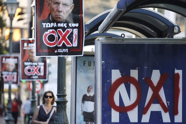 Carteles a favor del 'Sí' (Nai) y 'No' (Oxi) en el referéndum de Grecia